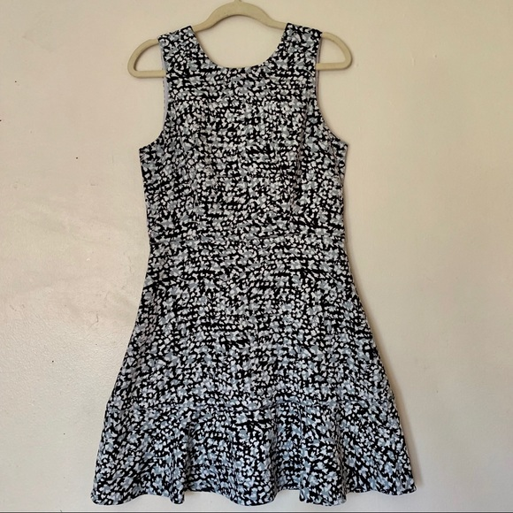 Banana Republic Dresses & Skirts - BR - SLEEVELESS FIT & FLARE DRESS - SIZE 8